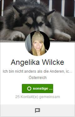 Google+ Profilbilder Picdump: Angelika Wilcke tanzt einem Hund auf der Nase herum